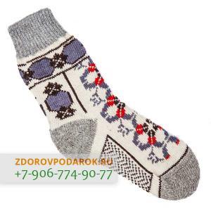 Белые шерстяные носки с нарисованной шнуровкой