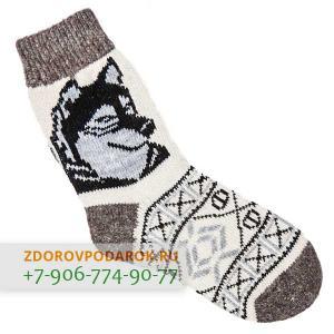 Белые шерстяные носки с волком